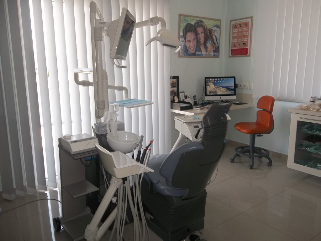 dental clinique examine room, nicosia 2014