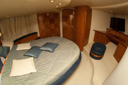 bedroom on yacht