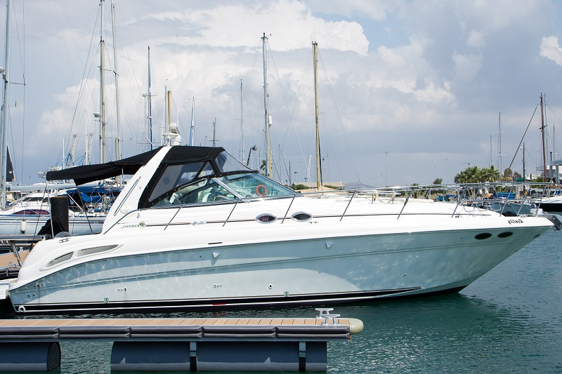 The yaht Sea Ray 455 for fishing cruise in Larnaca